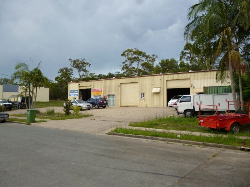 Caloundra Warehouse with an Air-Conditioned Office
