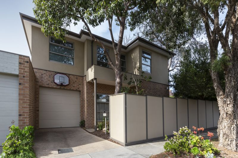 Immaculate Modern Living in Top Location
