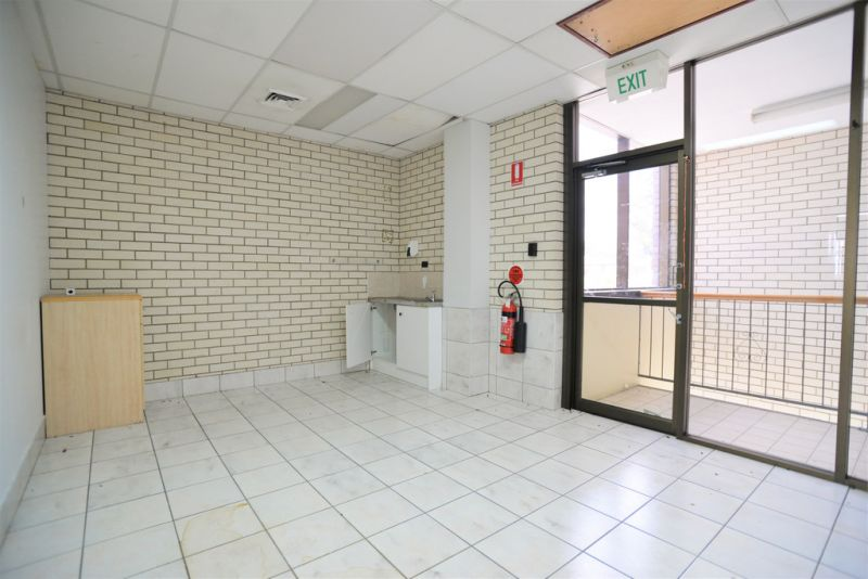1ST FLOOR OFFICES SUITES 50m2* - 423 m2*
