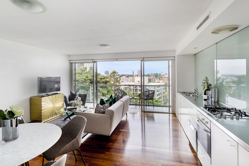 APARTMENT WITH HARBOUR VIEWS IN ULTIMATE LOCATION