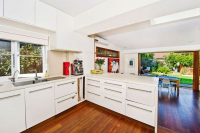 INSPECTION CANCELLED!!! Spacious Pet Friendly Free Standing House With Rear Garden and Pool