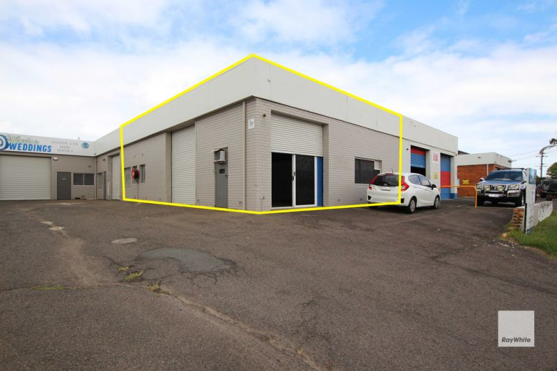 Compact, Clean & Tidy Industrial Warehouse in Warana | For Sale