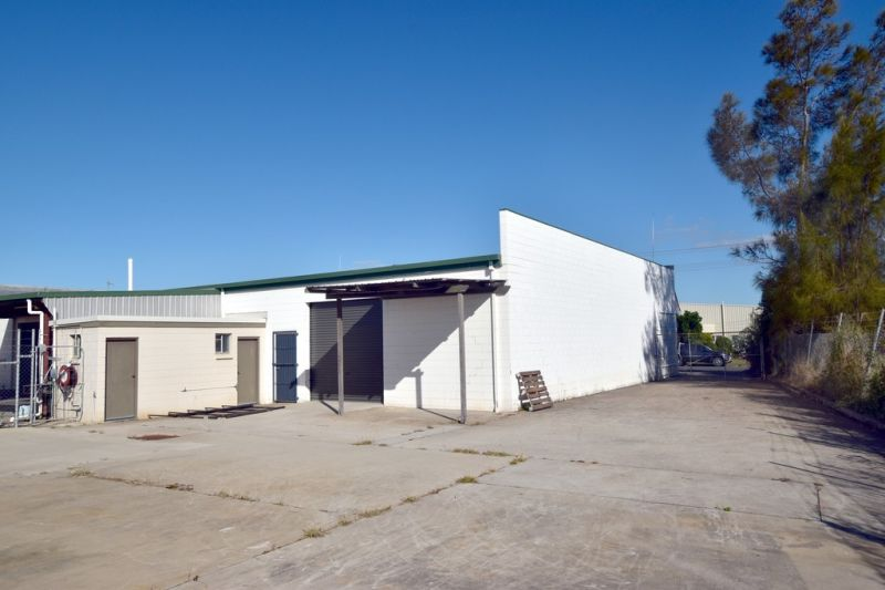 :: INCREDIBLE VALUE FOR MONEY - INDUSTRIAL SHED WITH YARD & OFFICES (6 IMAGES)