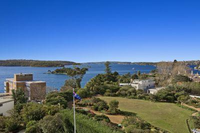 Cosmopolitan Jewel Embraces Sweeping Harbour Front Views