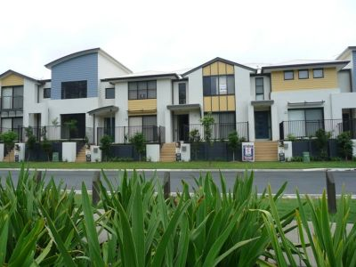 Coomera Town Centre Living - Modern 3 Bedroom Townhouse - Brand New