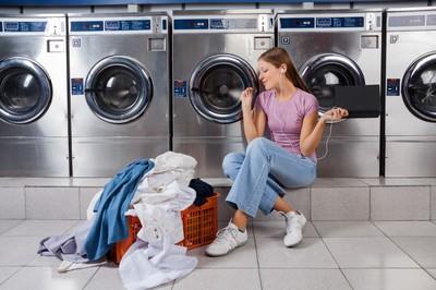 Low Rent Laundry Services Shop - busy city fringe  - Ref: 15827