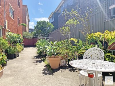 FANTASTIC LOCATION & SPACIOUS 2 BED APT