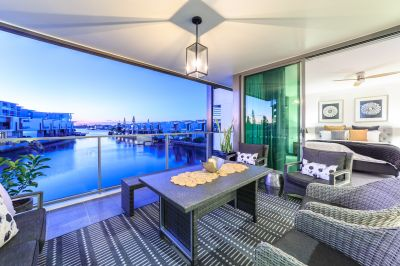 Stunning North-Facing Waterfront Apartment with Superb Contemporary Styling