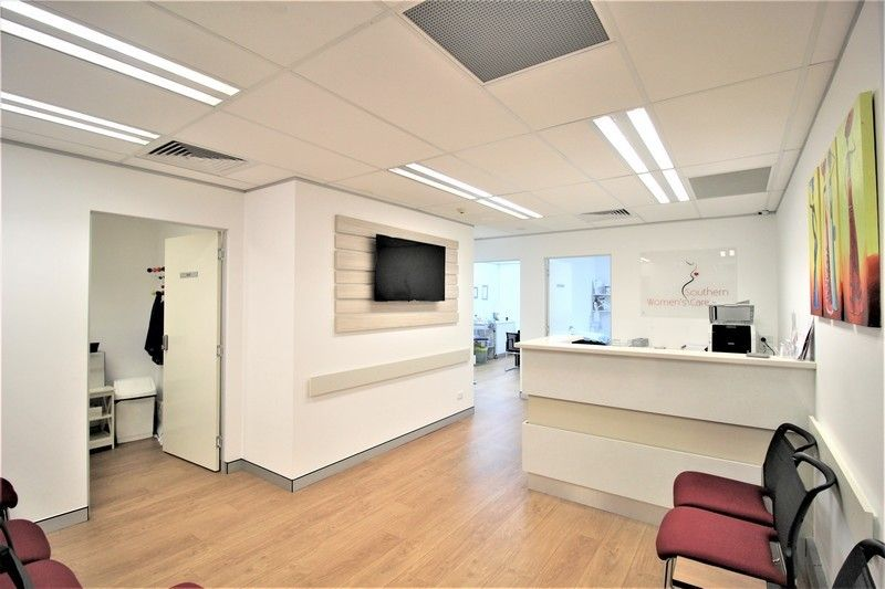 MEDICAL/COMMERCIAL SUITE WITH NEAR NEW FITOUT!