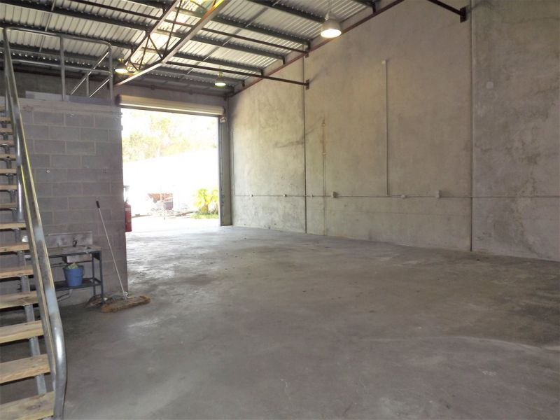 TIDY WAREHOUSE / OFFICE 225SQM*