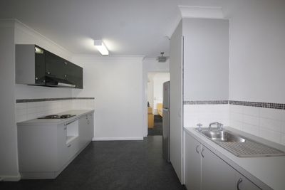 DELIGHTFUL ONE BEDROOM UNIT IN PERFECT LOCATION!