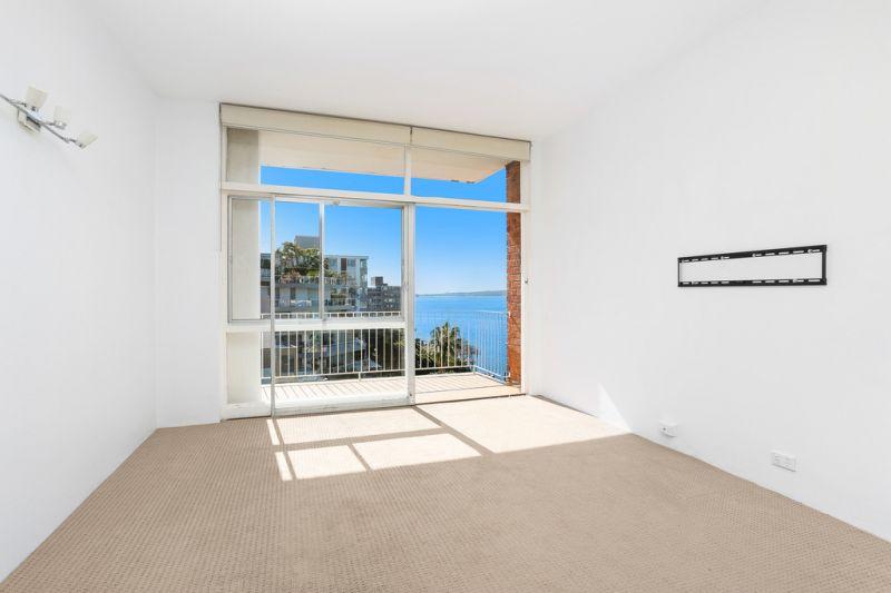 Waterfront Apartment wih Stunning Views