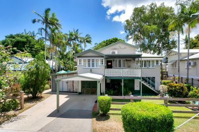 Dual Access Character Queenslander on 1267sqm