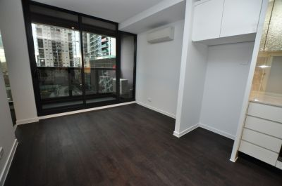 Upper West Side: Fabulous Two Bedroom Abode in the CBD!