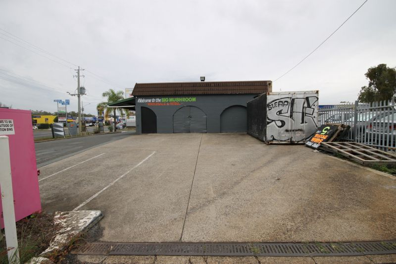 CLEVELAND'S PROMINENT 'FRUIT BARN' NOW FOR LEASE