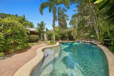 IMMACULATELY PRESENTED, 5 BED, 2 BATHROOM HOME - MINUTES TO THE BEACH - Professional Pool Cleaning Included.