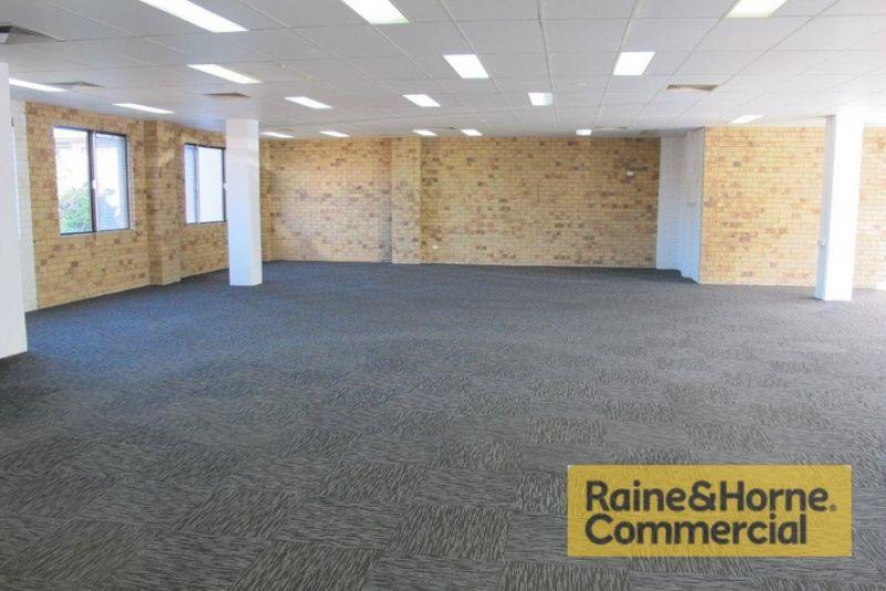 Ground Floor Office with Exposure