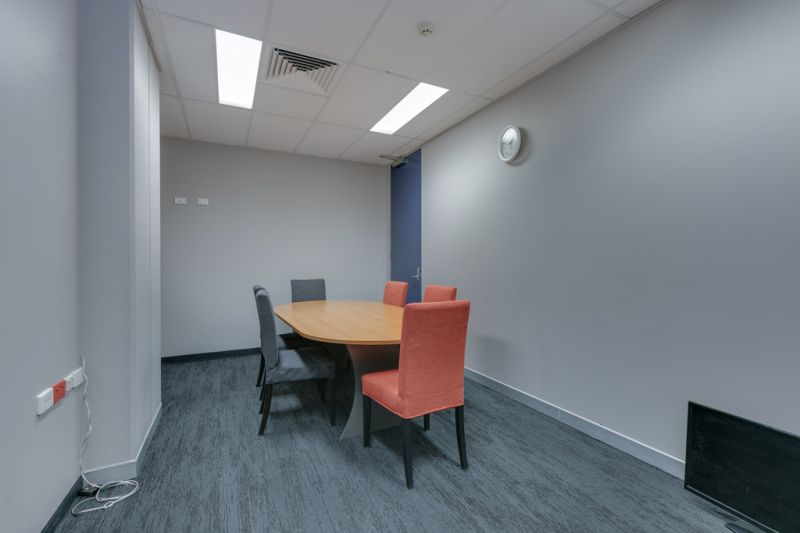 PROFESSIONAL OFFICE - EXTENSIVE FITOUT
