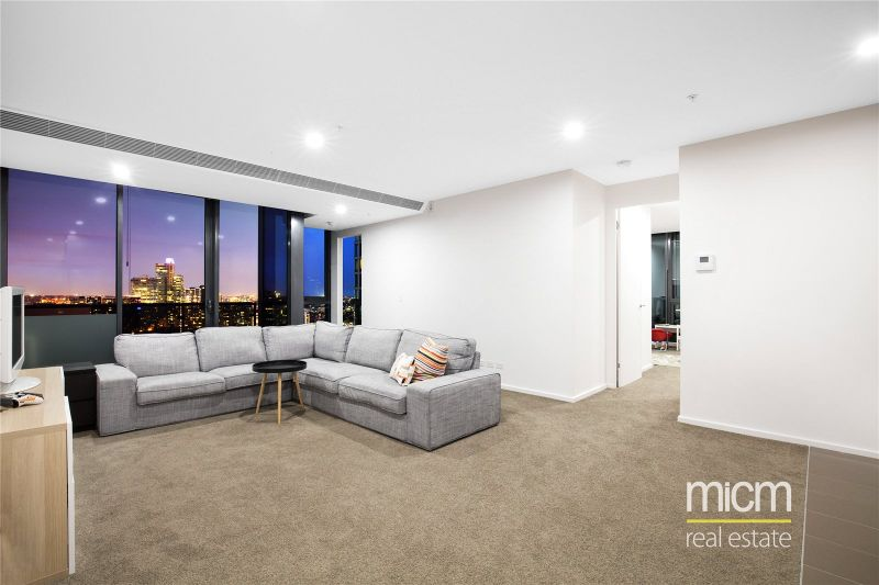 Southbank Grand: Modern and Spacious Two Bedroom Apartment Study!