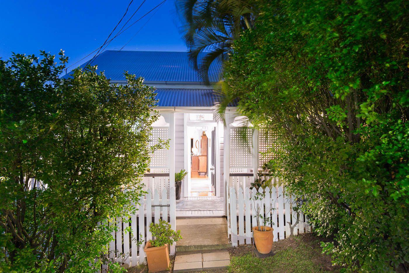 15 Cairns Street Red Hill 4059