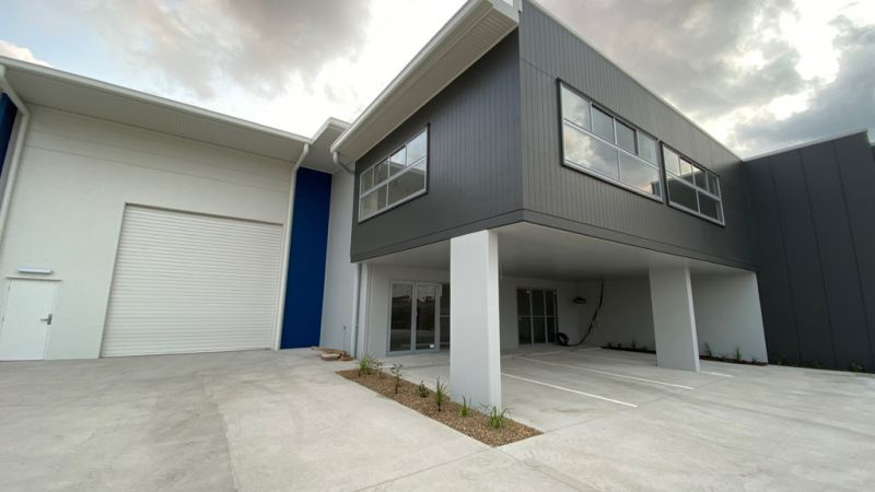 MODERN INDUSTRIAL WAREHOUSE IN AURA BUSINESS PARK
