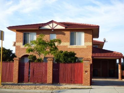 FRESHLY PAINTED DOUBLE STOREY HOME