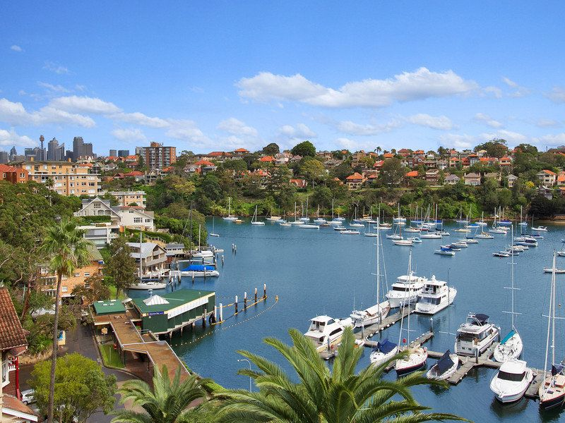 SIMPLY PERFECT FOR AN IDYLLIC, BAY-SIDE LIFESTYLE