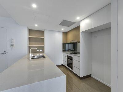 Executive One Bedroom Apartment  & Storage + ONE WEEKS FREE RENT