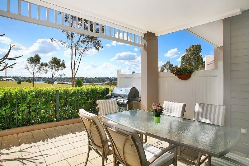 12/4 Admiralty Drive, Breakfast Point