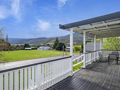 1920's Weatherboard on 3/4 Acre Lot