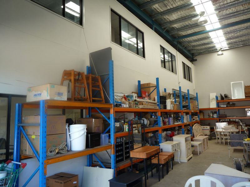INDUSTRIAL WAREHOUSE IN LOGANHOLME - VACANT POSSESSION