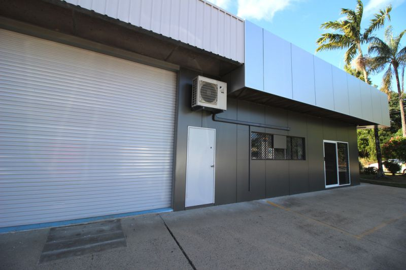 English Street Warehouse / Showroom / Office For Lease