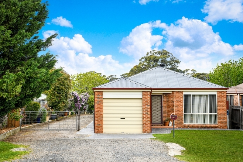 FIRST HOME OR INVESTMENT OPPORTUNITY - SUIT A TRADIE