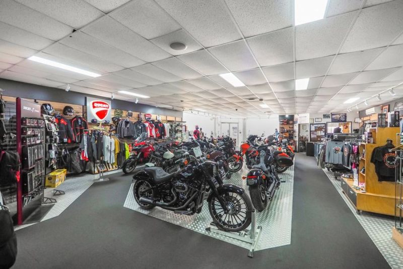 Air conditioned showroom, office, workshop with hardstand retail display area...