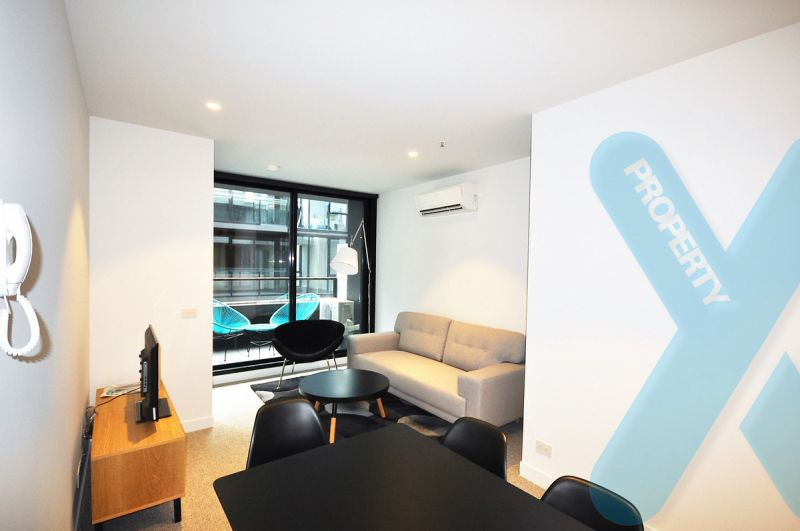 Spacious Furnished Two Bedroom Apartment in Collingwood!