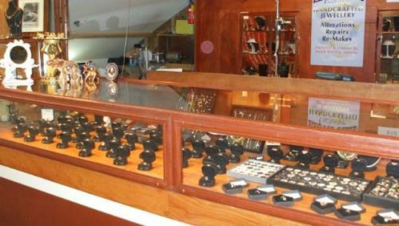 HANDCRAFTED JEWELLERY  SHOP - WELL ESTABLISHED - QUALITY PRODUCTS!