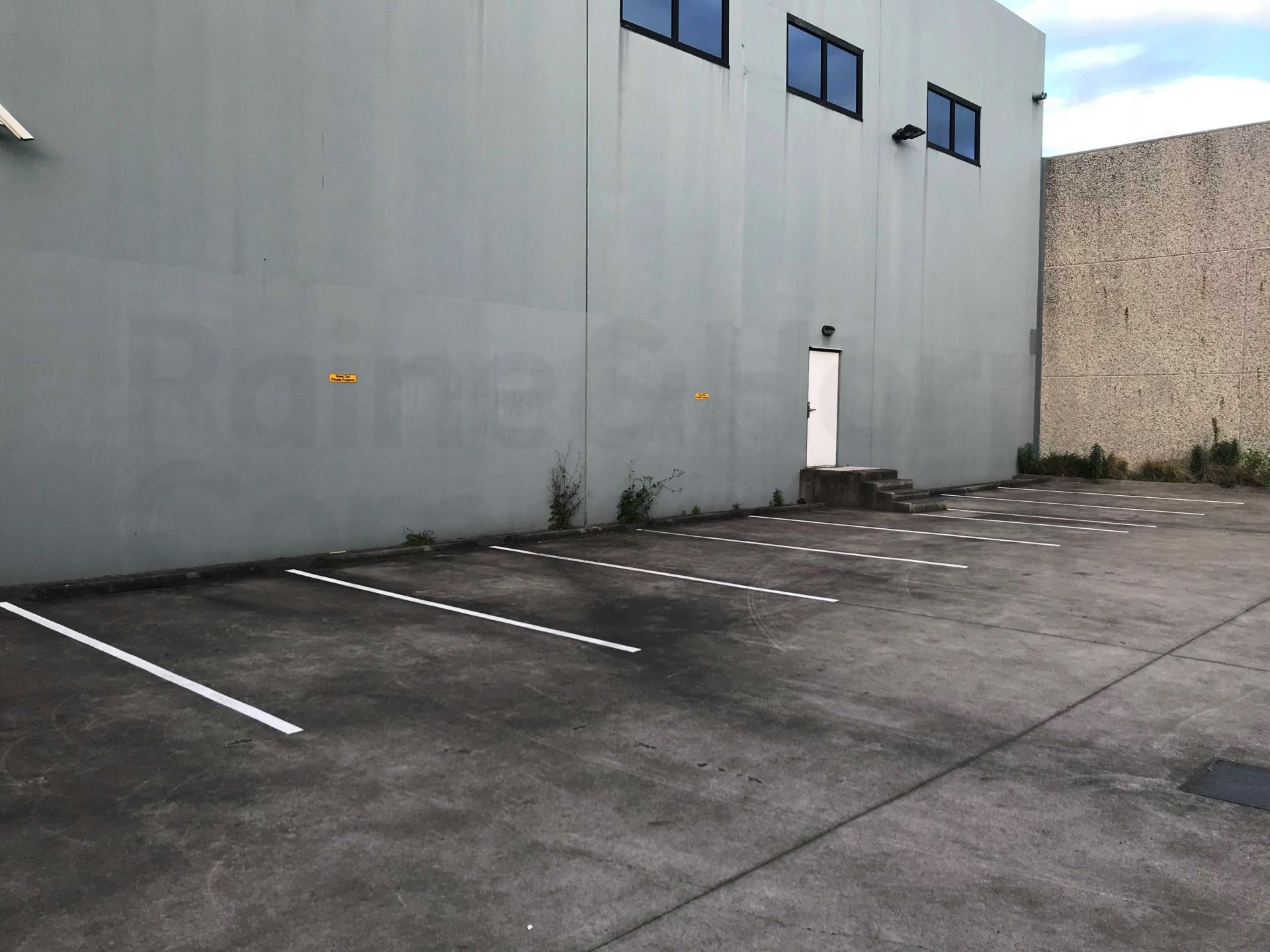 Huge High Clearance Warehouse in Warriewood