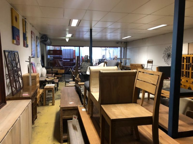 VERSATILE PREMISES WITH EXPOSURE AND SIGNAGE OPPORTUNITY