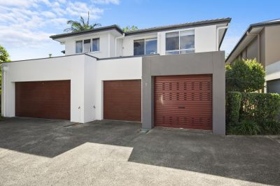 Modern spacious Townhouse  Minutes to Broadwater