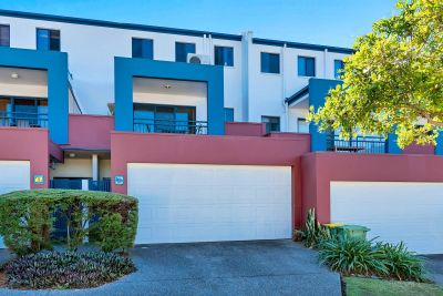 Tidy Townhouse in Great Location
