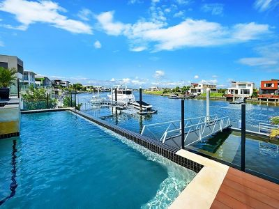 Waterfront Perfection - Hope Island Lifestyle