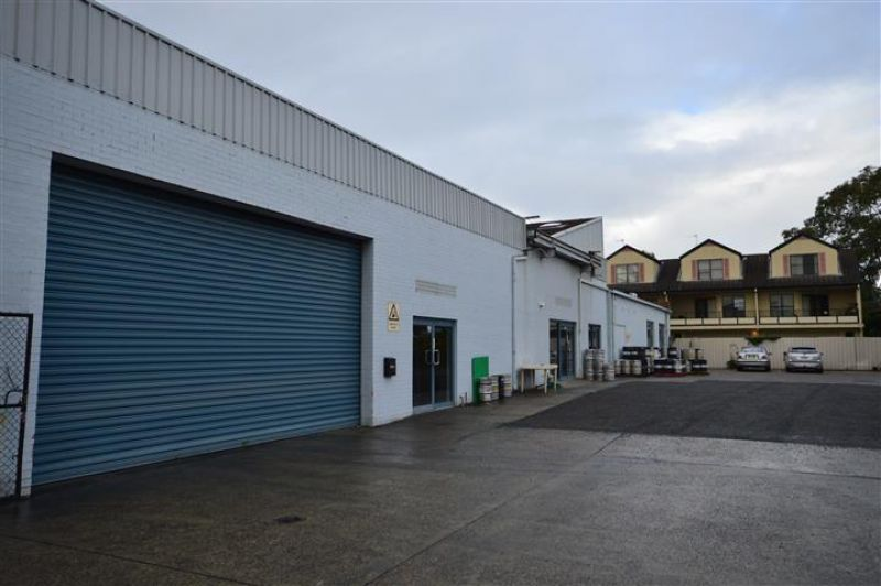 WICKHAM WAREHOUSE WITH SECURE PARKING