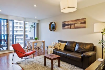 Stylish fully furnished apartment available on a flexible/short term lease