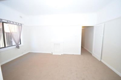 Large One Bedroom Unit in Convenient Location.