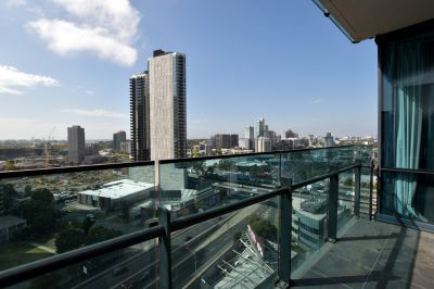 Mainpoint: Stunning Two Bedroom Apartment in the Heart of Southbank! L/B