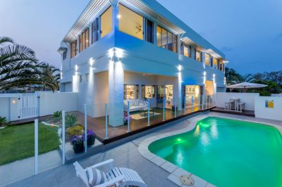 ELEGANT 440M2 FAMILY OASIS WITH OCEAN VIEWS...AN ABSOLUTE MUST SEE!