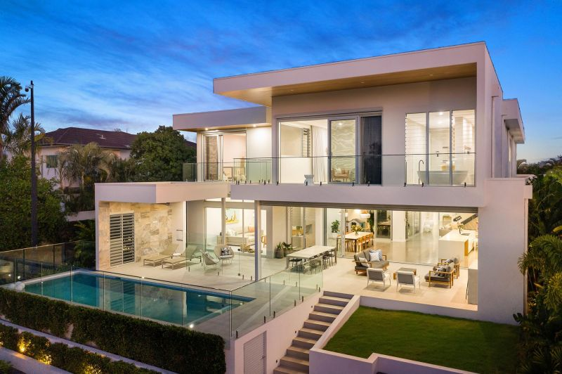 The Pinnacle of Modern Luxury – Hope Island Waterfront Perfection