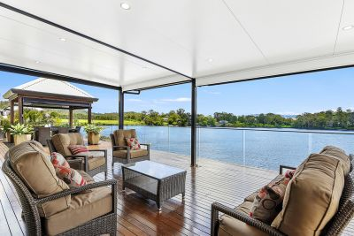 Wonderful Wide Water. Ultimate Family Home