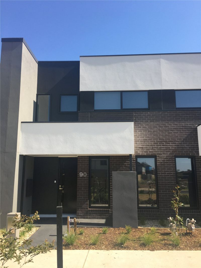 Upper Point Cook: Beautiful Brand New Four Bedroom Townhouse!