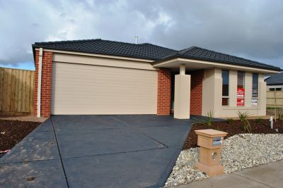 Perfectly Located In The Kingsford Estate!